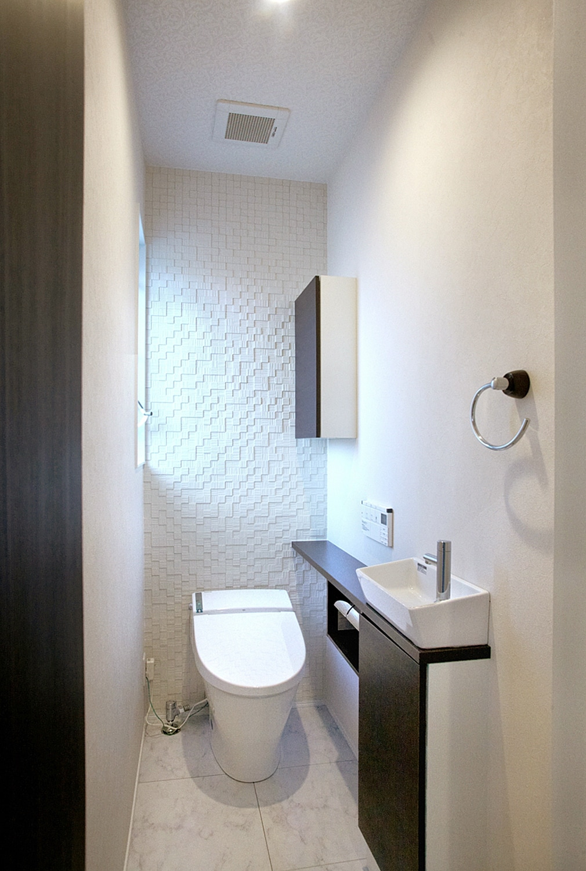 スタイリッシュなトイレ。の写真