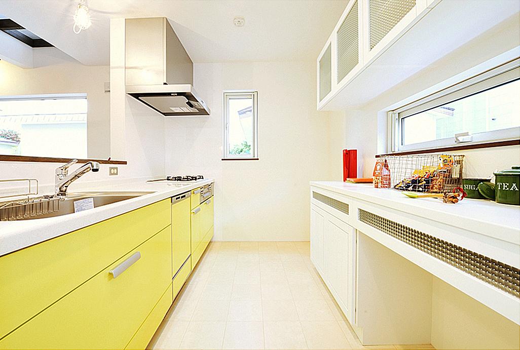 採光のあるキッチン。の写真