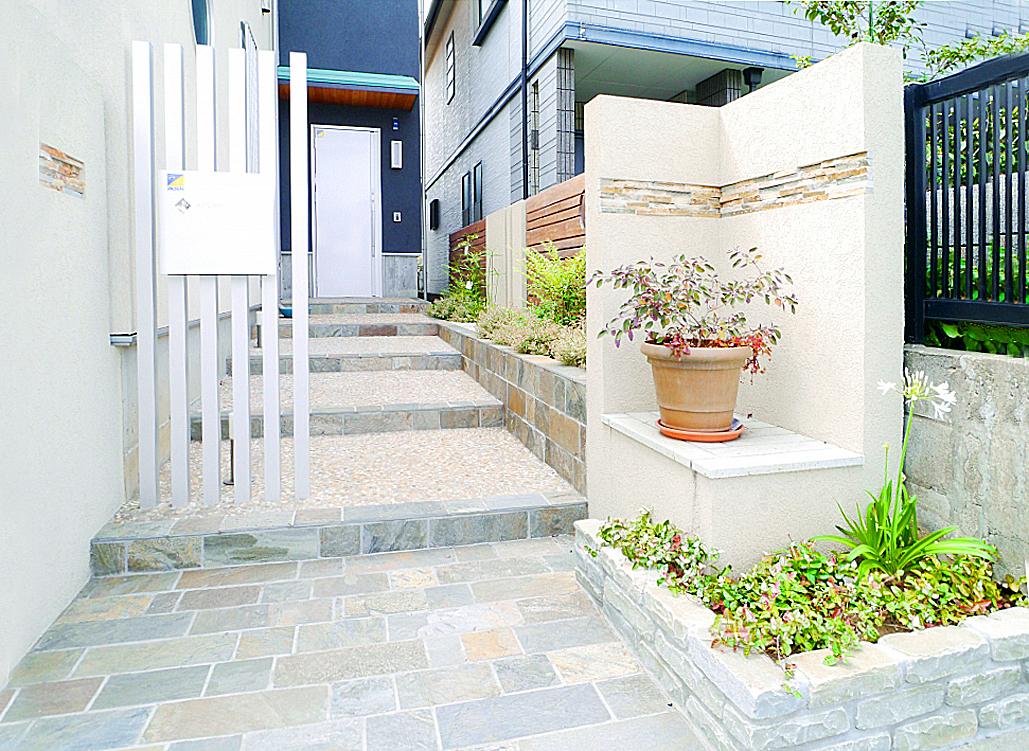 玄関アプローチ。の写真