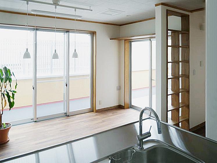 キッチンからバルコニー。の写真
