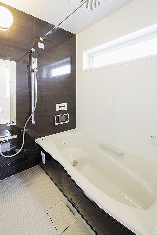 光の入る浴室。の写真