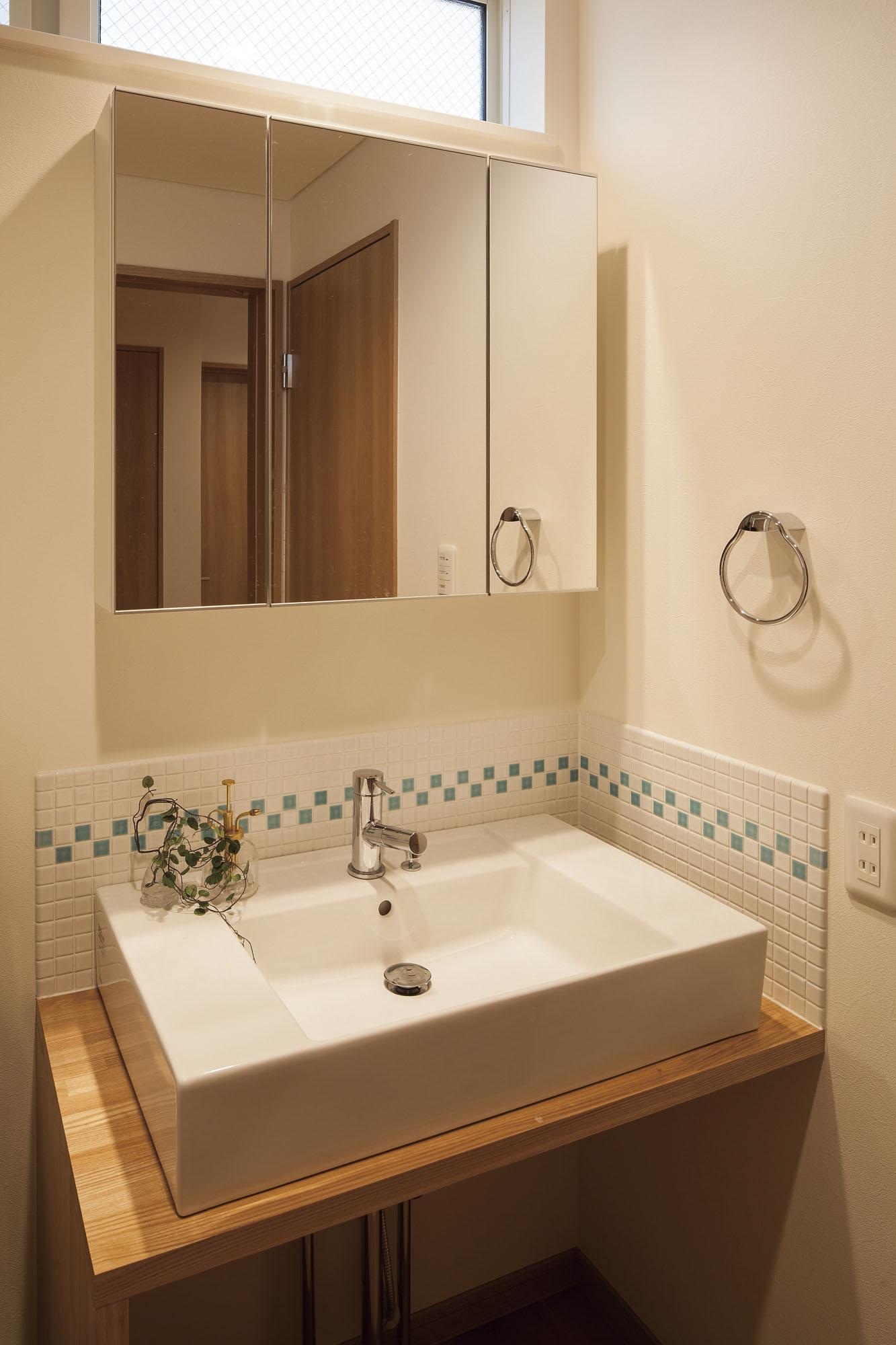 シンプルで少し可愛い洗面です。の写真