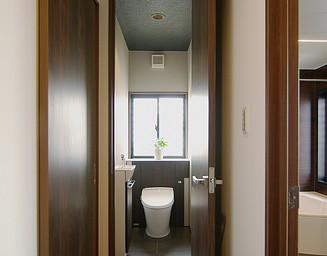 清潔で手入れしやすいトイレ。の写真