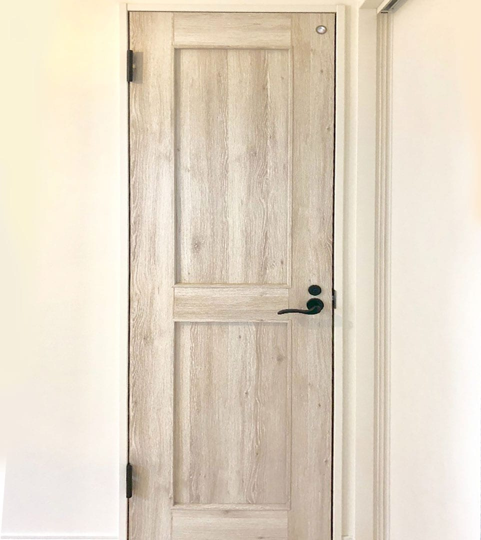 お部屋のようにくつろげる素敵なトイレを実現 おすすめinaxの サティス と室内ドア ファミリーラインパレット
